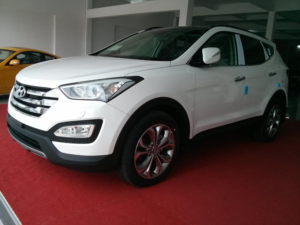 Cho thuê xe 7 chỗ Santafe chuyên nghiệp, giá rẻ tại Hà Nội - DBV