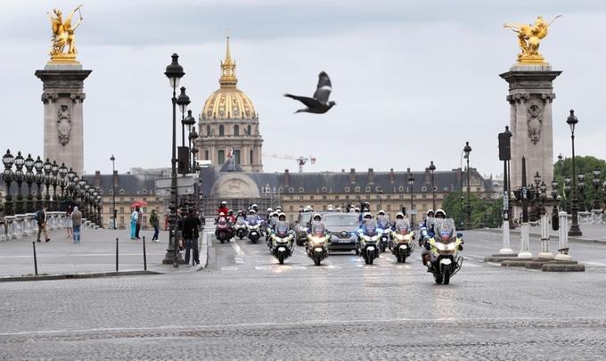 Tân Tổng thống Pháp Macron đi xe gì ?